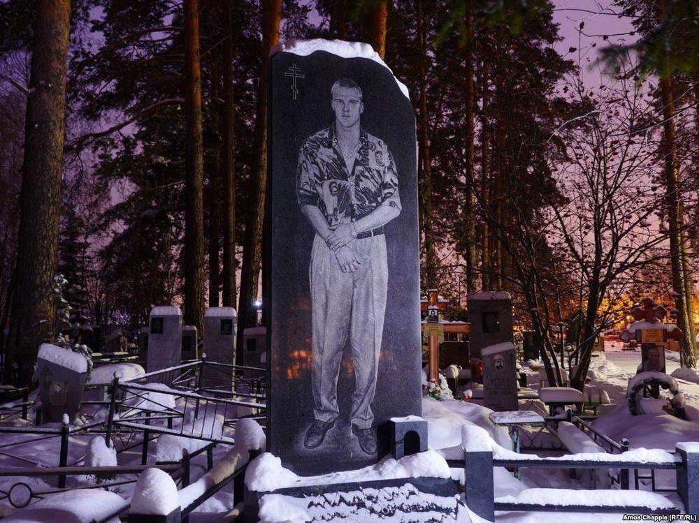 gangster-cemetery-yekaterinburg-10