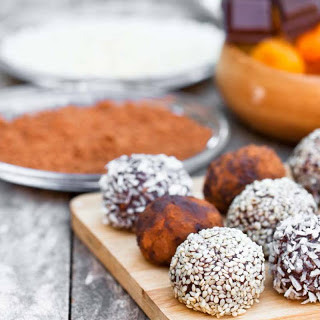 Dates Chocolate & Nut Balls Recipe (Energy Balls).