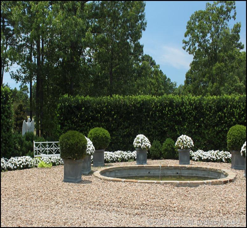 white garden 3