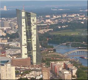 Nueva sede del BCE vista desde la azotea de la Main Tower