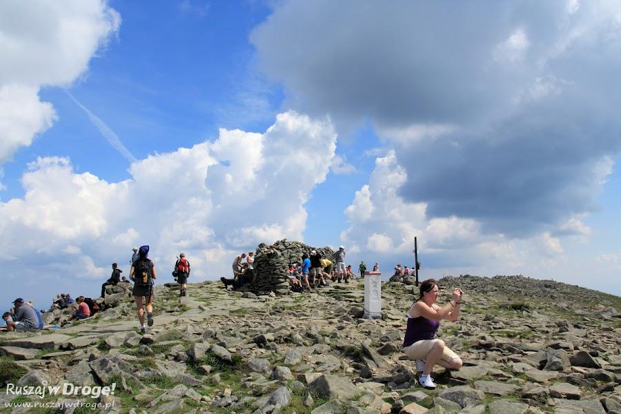 Tłumy Na szczycie Babiej Góry