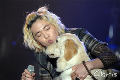 Lee Hongki and a dog