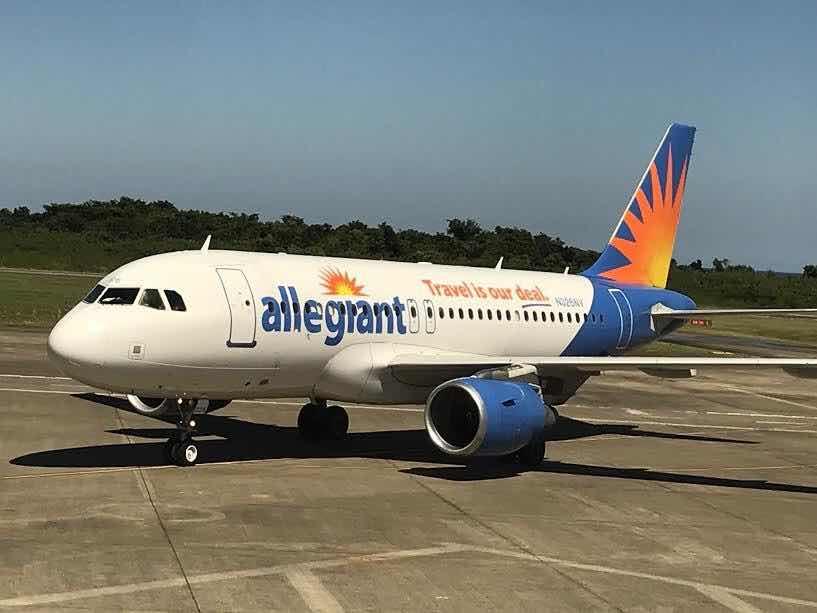 Reciben nuevo vuelo chárter desde Pittsburgh a Puerto Plata decenas de turistas.