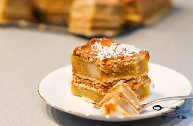 ciasta i desery,ciasta bez pieczenia,ciasto na herbatnikach,szarlotka, szarlotka z kajmakiem, ciasto z owocami, ciasto z masą krówkową