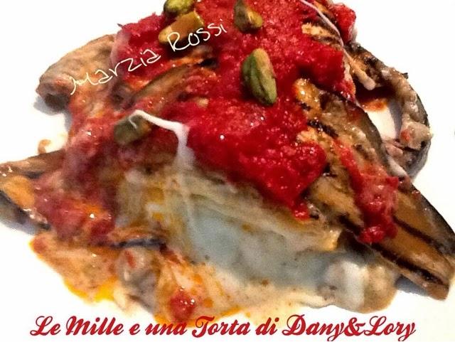 ciambella di pasta alla siciliana con melanzane, pomodoro e basilico