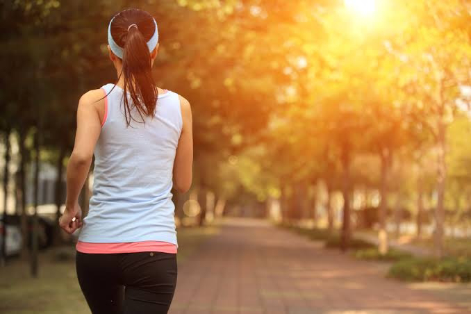 डेली रूटीन कैसे बनाये? ये कुछ आदतें जो आपको और आपके पूरे परिवार को रख सकती हैं स्वस्थ!