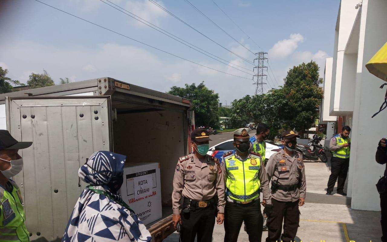 Polrestabes Bandung Polda Jabar Laksanakan Pengamanan Pendistribusian Vaksin COVID-19