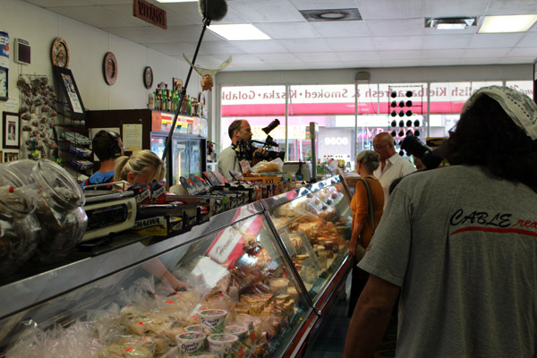Andrew Zimmern from Bizarre Foods - 28_b.jpg