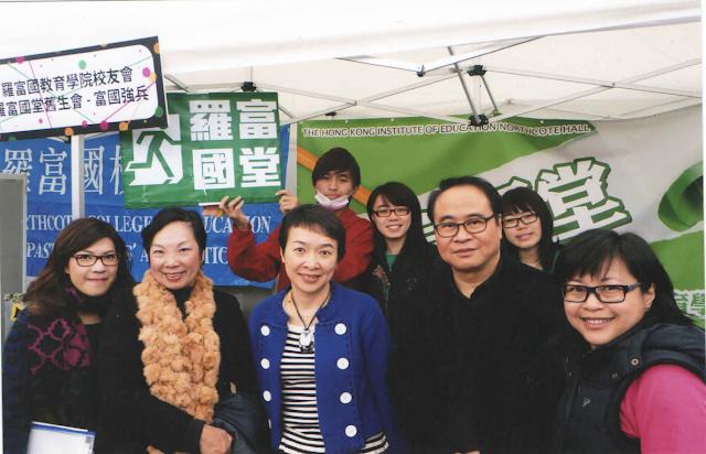 羅麗如會長(左二)及胡健雄副會長與教院校友拓展處人員合照