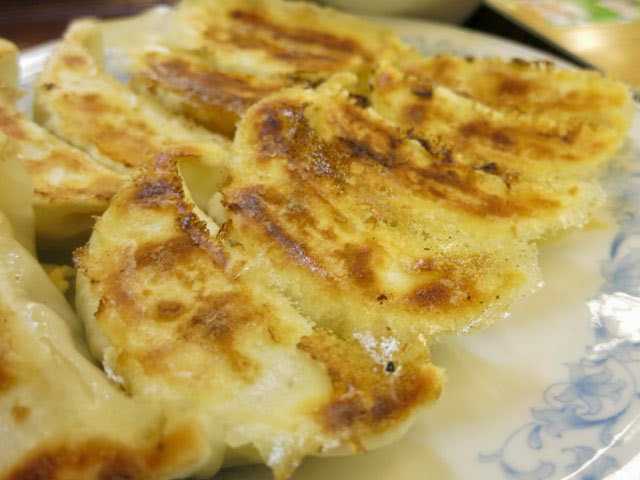 カリツと焼かれた羽根つき餃子