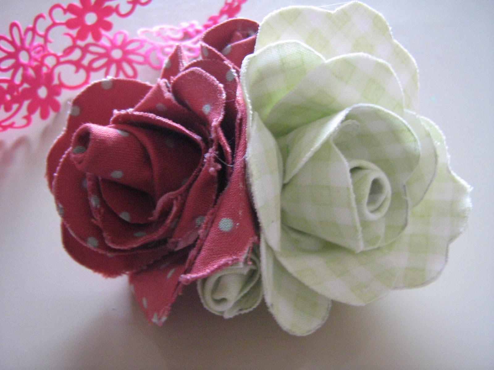 Rose di stoffa fatte a mano