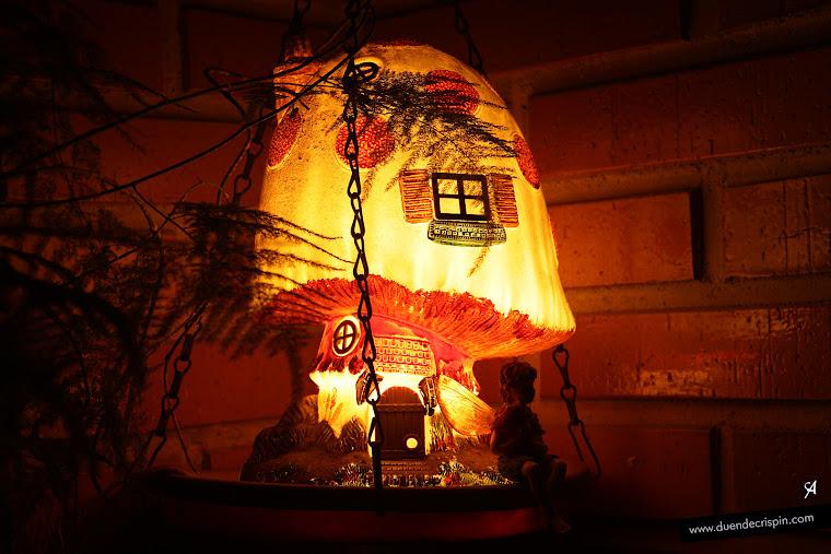 El Duende Crispín tomando el fresco en una noche calurosa de verano