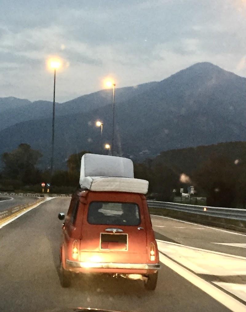In viaggio col materasso di  Antonella Giuliani
