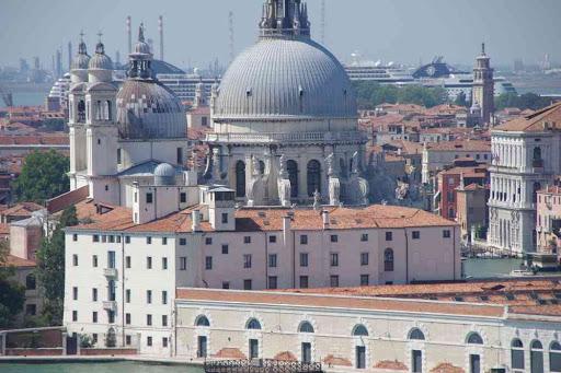 La Basilique Santa Maria della Salute vue depuis le campanile de la basilique Saint-Georges (San Giorgio Maggiore).