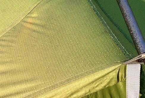 Morgentau auf Vaude Mark II light Kuppel-Zelt