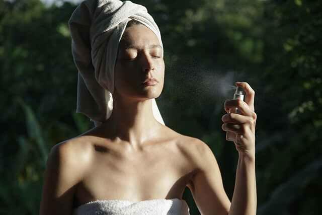 رطب بشرتك في أي وقت باستخدام رذاذ الوجه