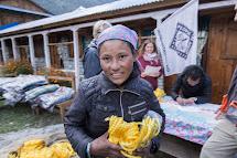 Člověk v tísni poskytuje materiál na stavbu provizorních obydlí a základní potřeby lidem v nejpostiženějších oblastech Nepálu. (Foto: Petr Pospíchal)