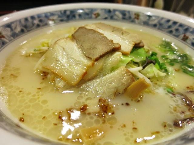 ざぼんラーメンのスープとチャーシューのアップ