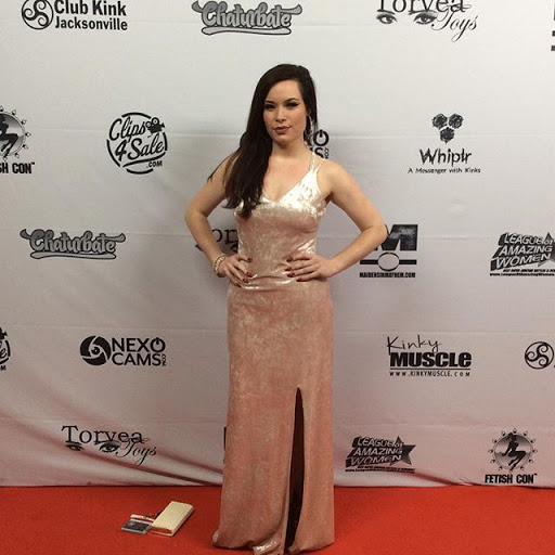 Jasmin Jai in a vanilla velvet gown on the red carpet at Ftishcon awards