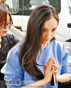 楊冪昨日現身北京朝陽派出所,親身為事件報案,並向在場傳媒合十以示謝意。