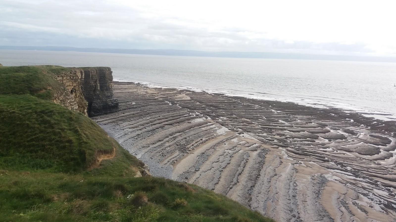 20170824 160828 rock patterns on Traeth Mawr beach