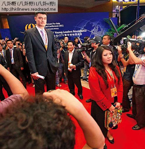 去年,擁有奧地利籍的習近平外甥女吳曉出席博鰲亞洲論壇,與球星姚明同場出現。(網上圖片)