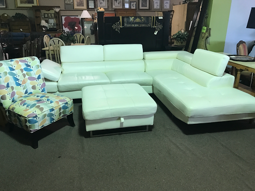 Charmant Posted By Design Furniture Consignment At 2:14 PM 11 Comments