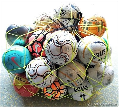 Fotbollar i Nät