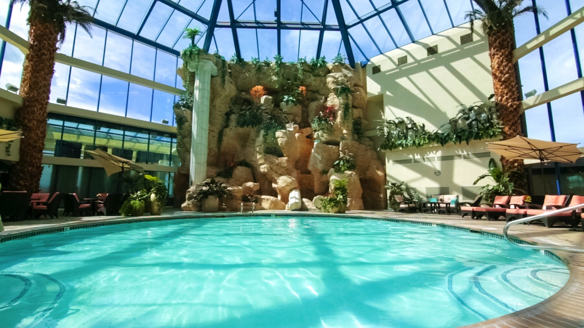 Explore reno with kids the atlantis casino resort spa for Atlantis pools