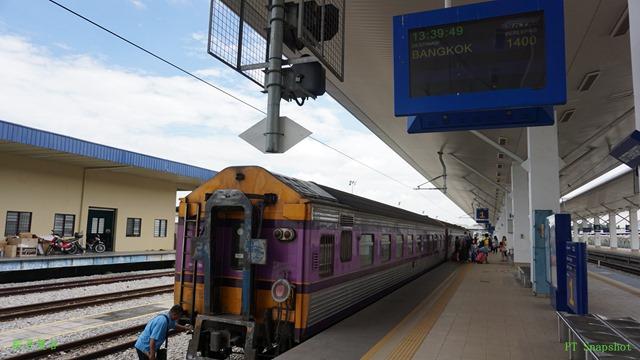 紫色的火车厢