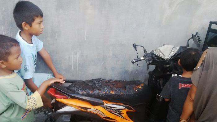Satu Sepeda Motor Warga Terbakar