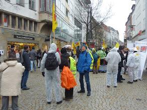 Photo: viele Schutzanzüge...