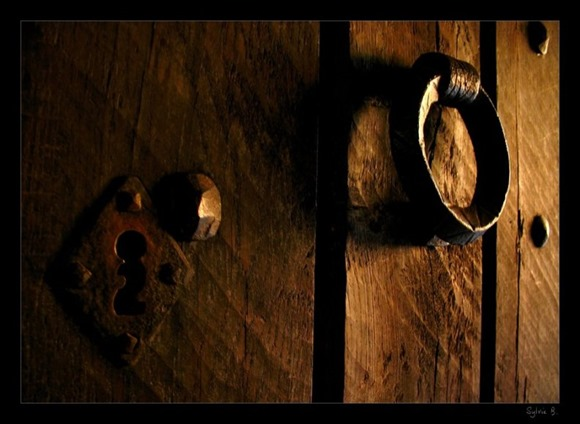 knock_on_the_door____by_ernestine_sb