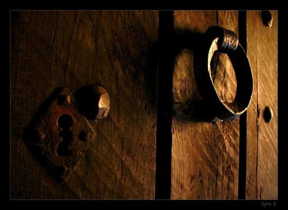 knock_on_the_door____by_ernestine_sb