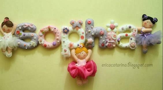 Enfeite de parede em feltro letras com bailarinas