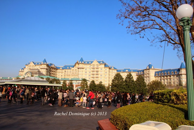 The crowd with Disney Hotel in the background