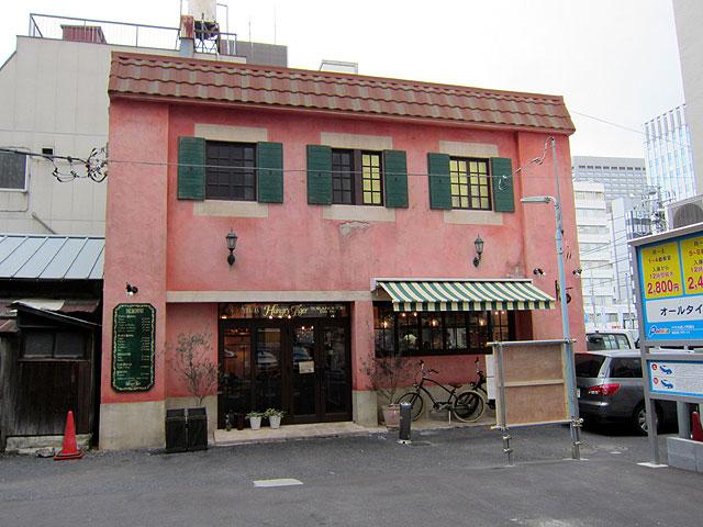 ヨーロッパの古い建物のような一軒家レストランのハングリータイガーの外観