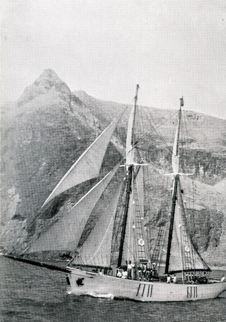 El yate BENAHOARE saliendo a la mar. Foto y texto del libro COSAS VIEJAS DE LA MAR..jpg
