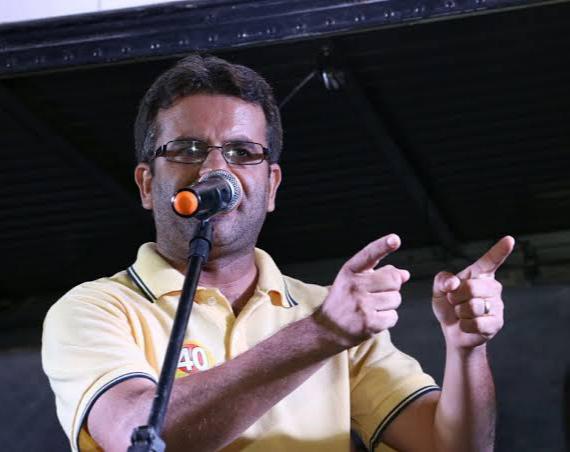 Sandrinho fala sobre possível corte de salário de funcionários, eleições adiadas e concurso público em Afogados à Rádio Pajeú