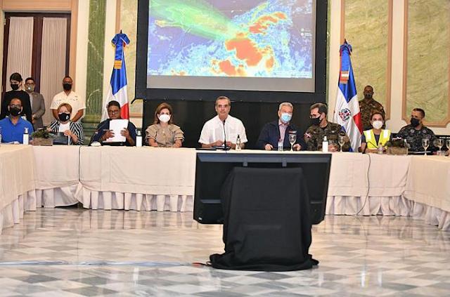 La alerta nacional  sigue ante la depresión tropical. Se esperan muchas lluvias ahora más al Suroeste