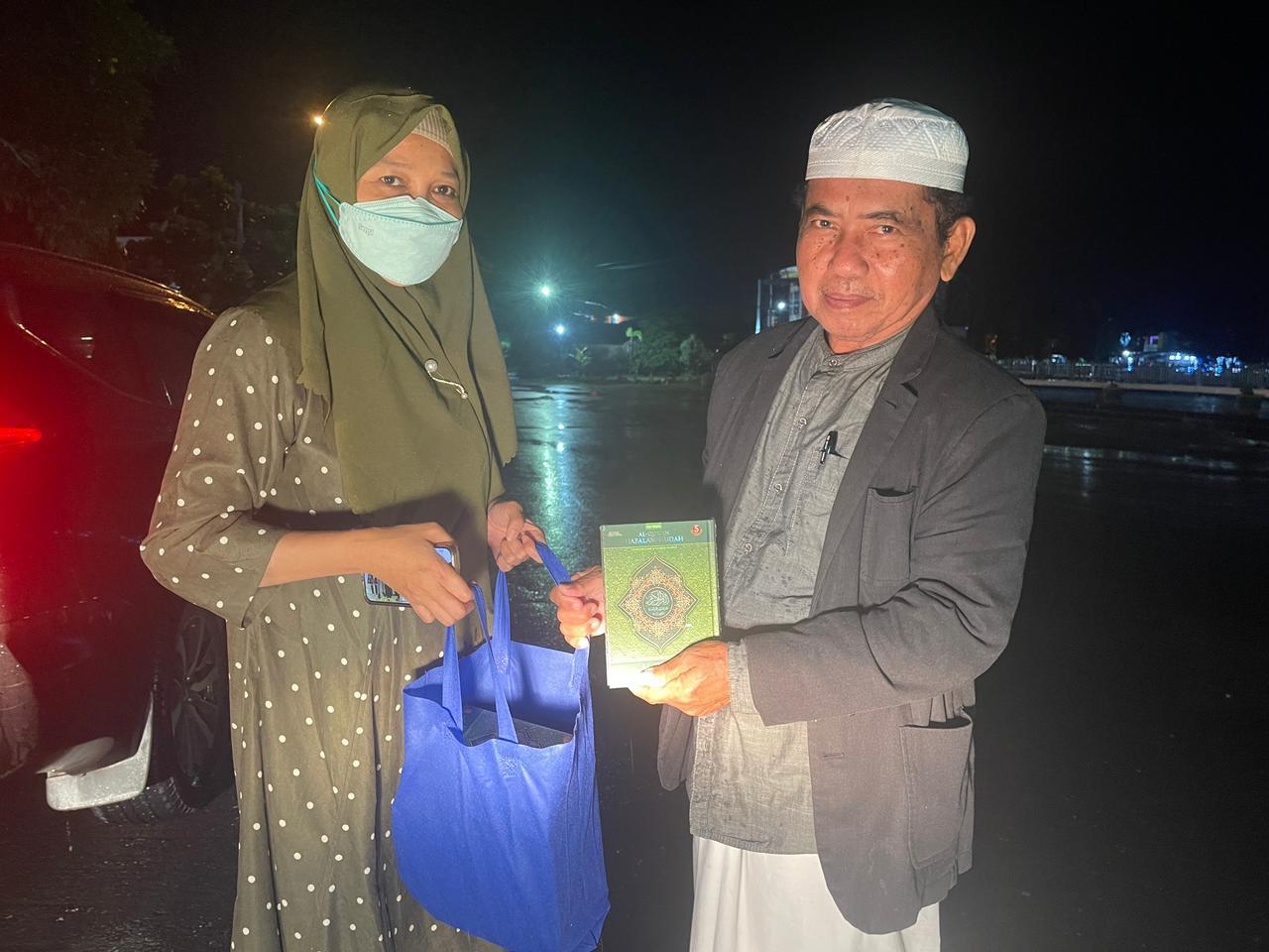Di Pangkep, Legislator PPP Sulsel Andi Nurhidayati Serahkan Bantuan Mushaf Al Qur'an