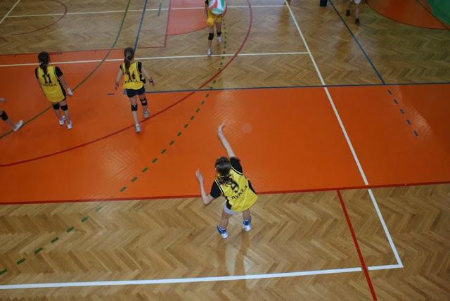 Zawody siatkarskie dziewczat 1 marca 2011 - DSC09301_1.JPG