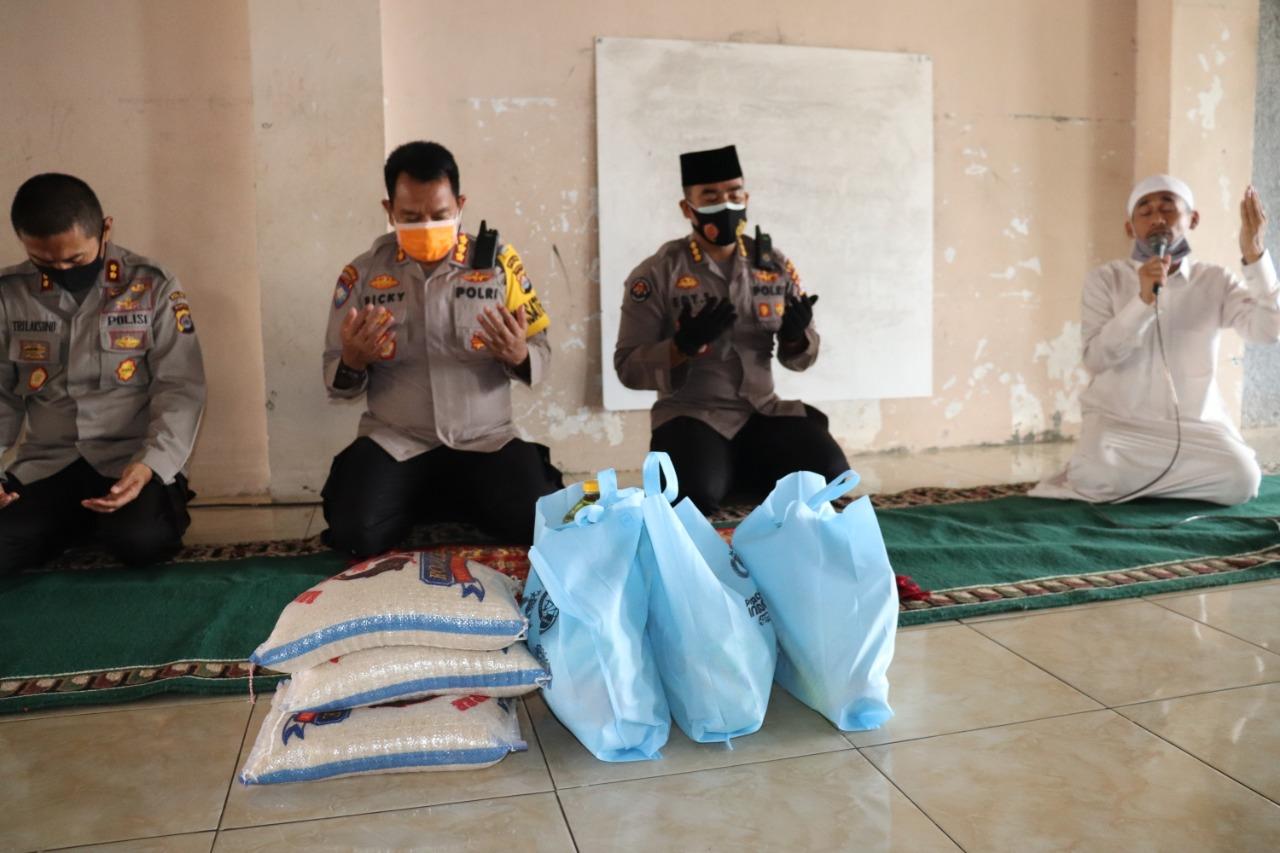 Tim Jumat Barokah Polda Banten Bagikan Puluhan Paket Sembako Ke Pondok Pesantren Baitul Qur'an