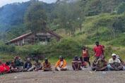 Bakar Batu Awali Pembangunan Jalan Banti-Arwanop Kabupaten Mimika
