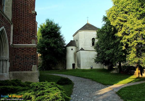 Szydłów - kościół pw. Św. Władysława i dzwonnica