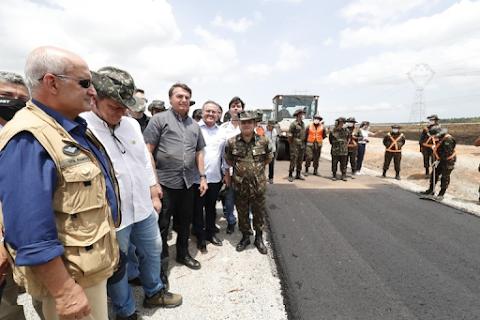 No Maranhão Bolsonaro inaugura obras de trecho da BR-135 e entrega novo 'panelodrómo'