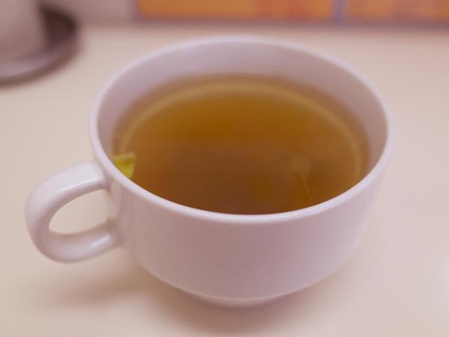 カップに入れたスープ