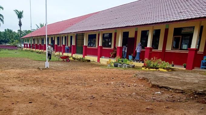 SMAN 1 Darul Falah Mulai   Rias  Gedung dan Lingkungan Sekolah Yang Bersih dan  Indah