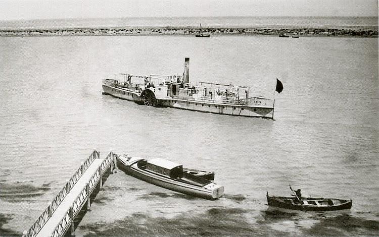 El vapor ANITA en el muelle del far de Buda. Del libro El Vapor ANITA. La Historia d´un Mite.jpg