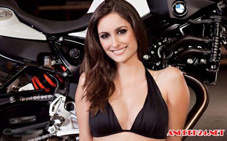 Người mẫu nóng bỏng bên siêu mô tô